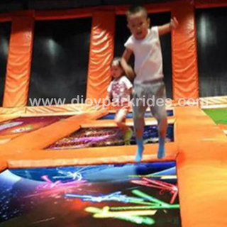 DJIP07 Newest indoor playground trampoline interactive projection